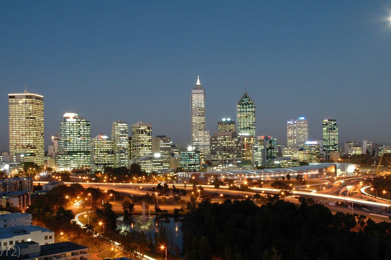 Australien Urlaub: Perth - Skyline bei Nach