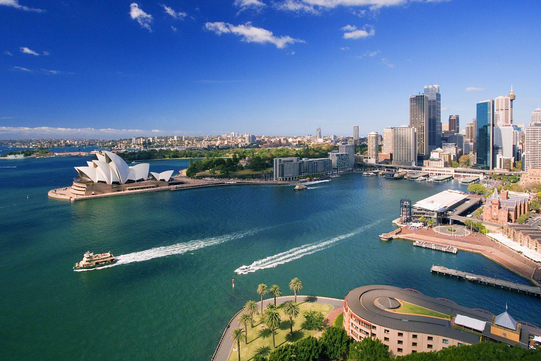 Sydneys Hafen und Skyline mit Circular Quay - Von Ihrer Unterkunft aus können Sie die Harbour Bridge, das Opernhaus, Darling Harbour, The Rocks oder die Botanic Gardens bequem mit der Fähre und dann zu Fuß erreichen.