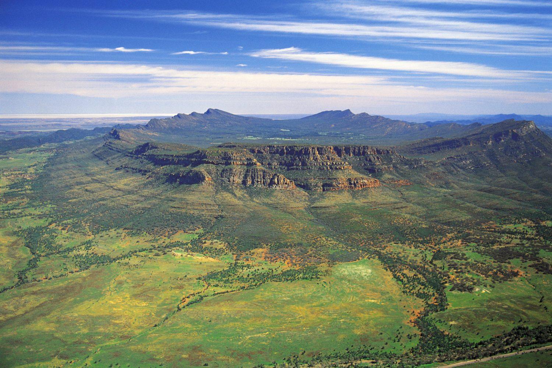 Flinders Ranges: Wilpena Pound aus der Luft