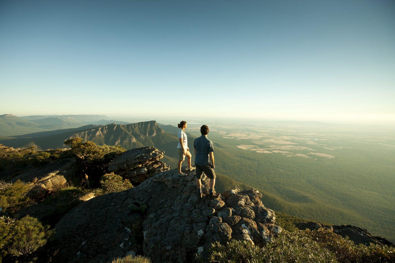 Grampians Nationalpark: Wanderer auf Mount William