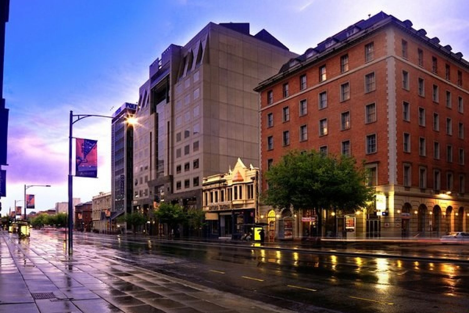 Hotel Grand Chancellor Adelaide On Currie Street