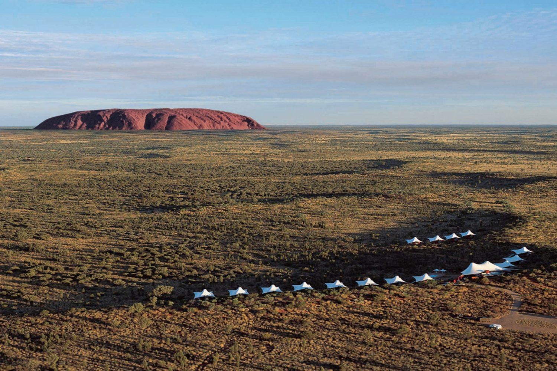 Longitude131 und Uluru aus der Luft