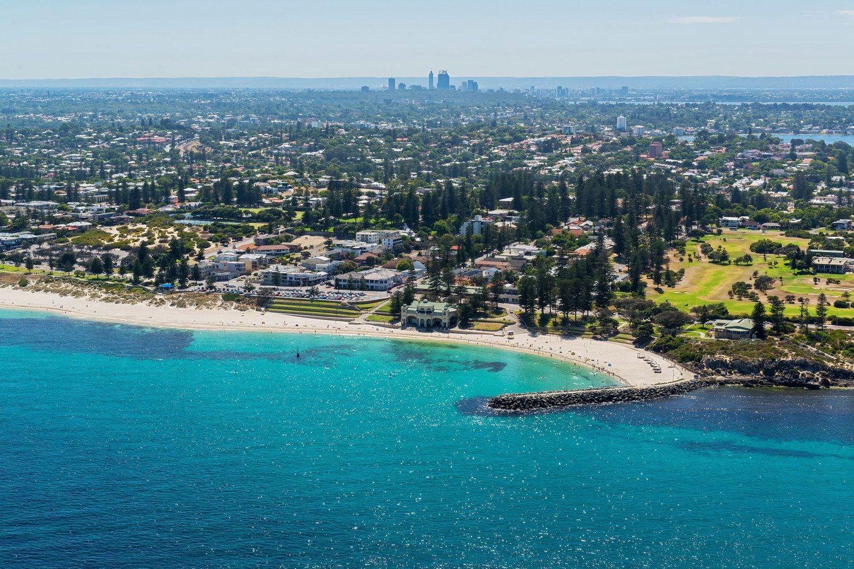 Perth: Cottesloe Beach und Stadt aus der Luft