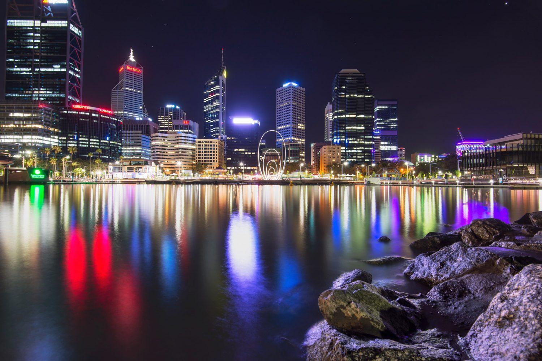 Australien Urlaub: Perth - Elizabeth Quay bei Nacht