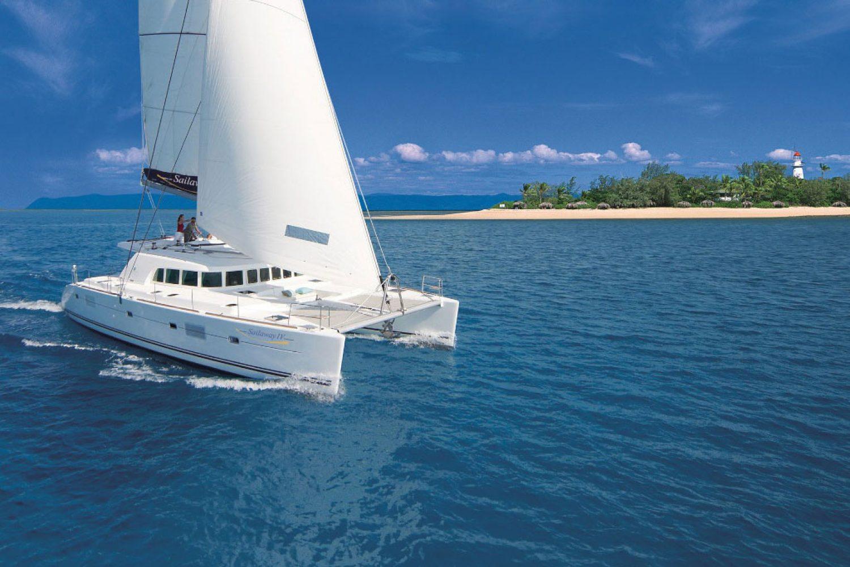 Das Segelboot bringt Sie zu den Low Isles im Great Barrier Riff.