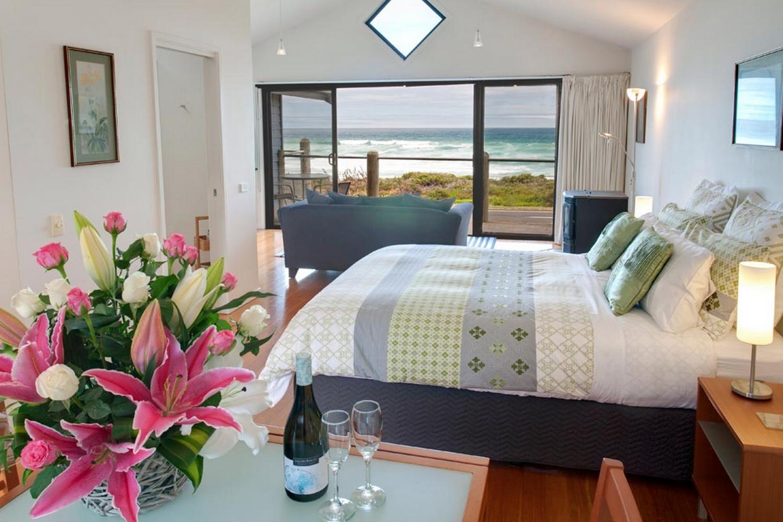 Stephanie's At Onion Bay: Seascape Room