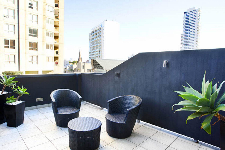 Terrasse mit Ausblick im Larmont Hotel Sydney
