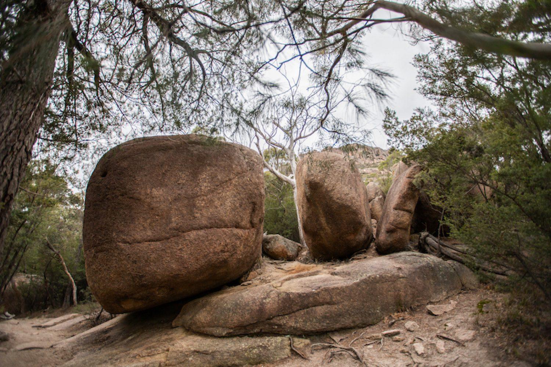 Riesige Granitkugeln im Freycinet Nationalpark Tasmanien