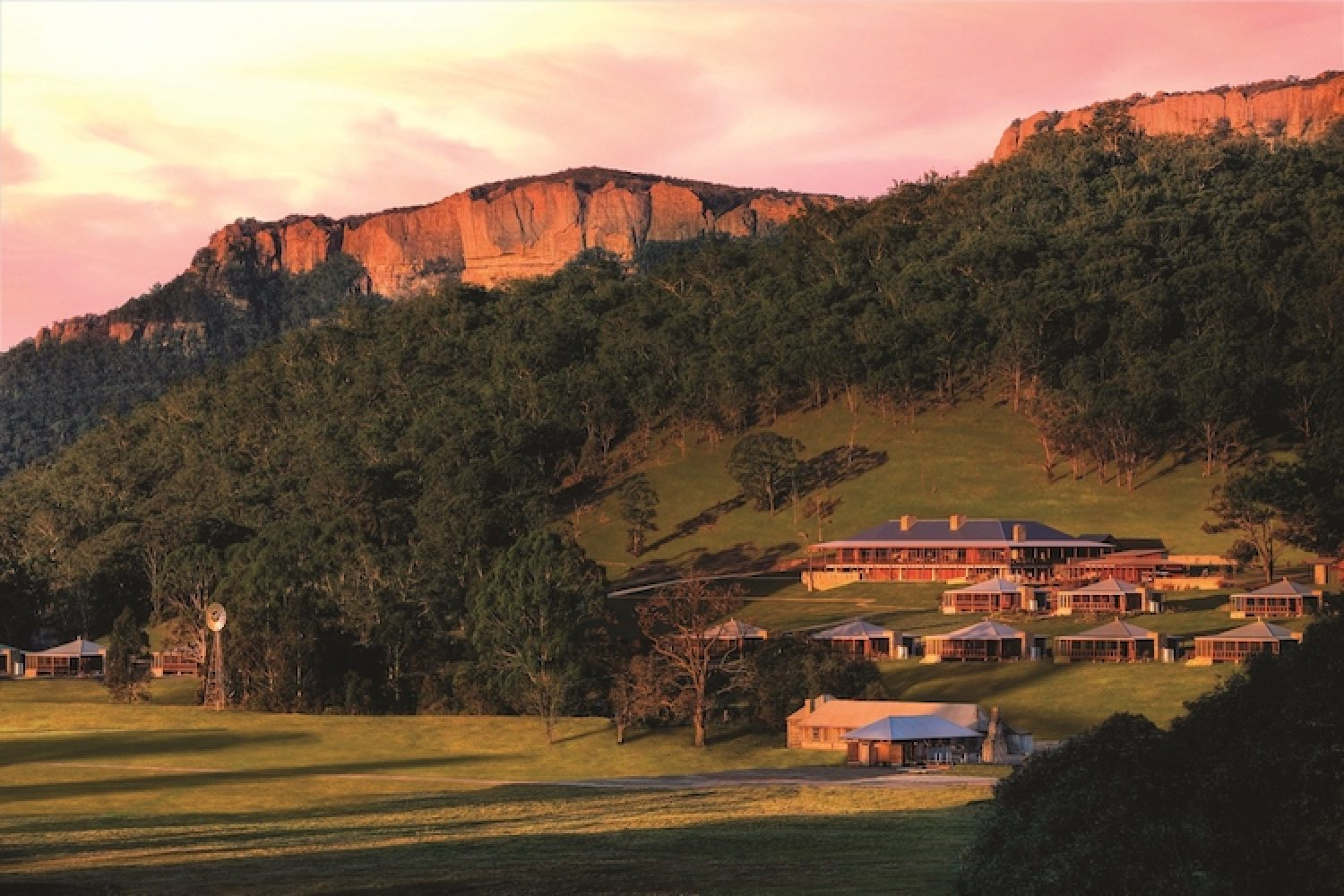 Het Emirates Wolgan Valley Resort ligt aan de rand van het nationale park Blue Mountains