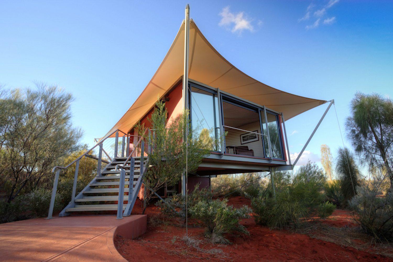 Uw tent is van alle gemakken voorzien en kijkt uit over het  Uluru - Kata Tjuta National Park