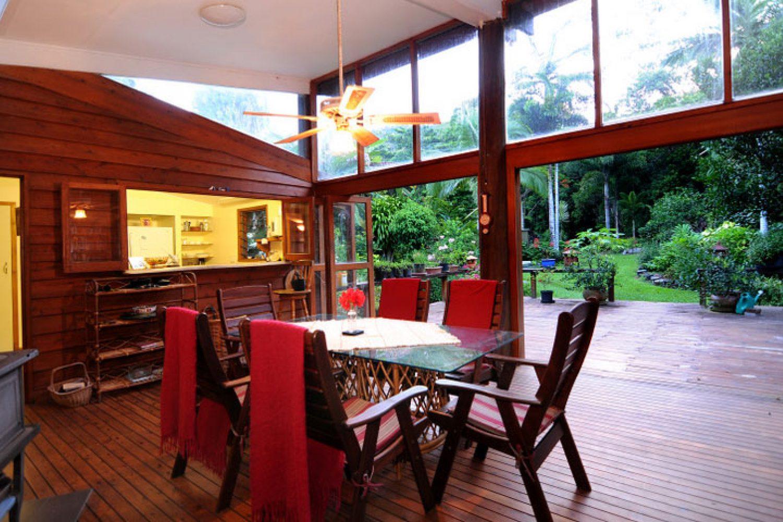 Kijk uit op het regenwoud tijdens een verblijf bij Cow Bay Homestay