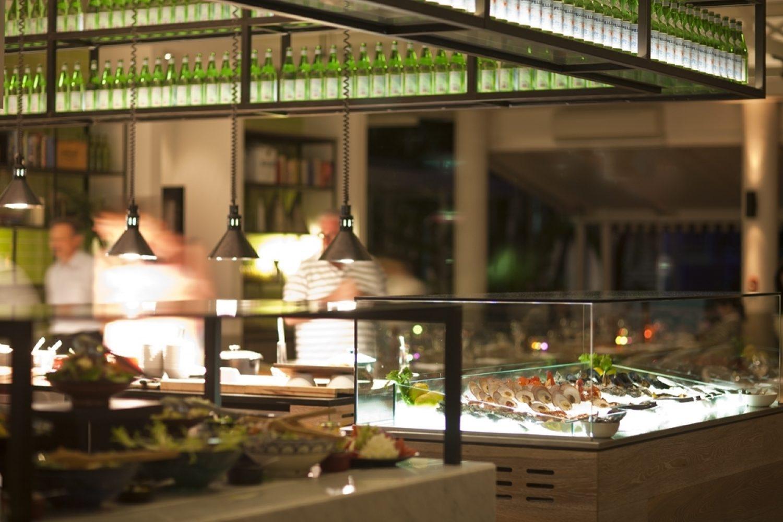 Eten bij de Bazaar van het QT hotel in Port Douglas