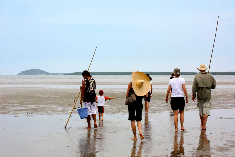 Auf Krabbenfang mit Speeren ganz ursprünglich mit Walkabout Adventures