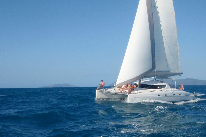 Varen op een catamaran met Isail Whitsundays