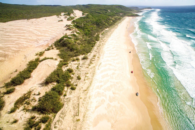 Fraser Island liegt etwa 200 Kilometer nördlich von Brisbane und ist mit einer Länge von 120 Kilometern die größte Sandinsel der Welt.
