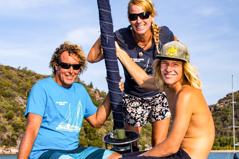Stu, Lisa und Fletcher lieben es, Sie an Bord der 18-Meter-Yacht zu einer der schönsten Gegenden der Welt mitzunehmen.