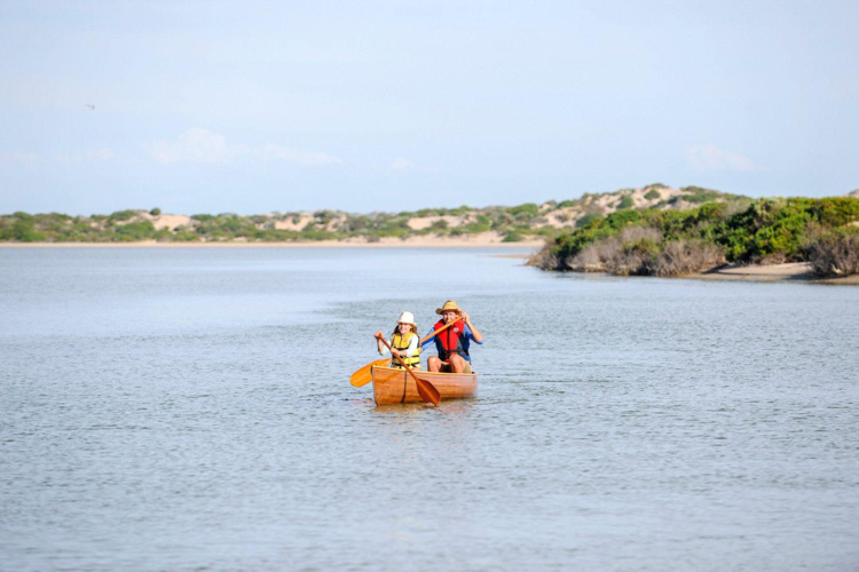 Coorong ist eine ruhige Gegend, die sich vorzüglich für Kanu- und Segeltouren oder einen Angelausflug eignet.