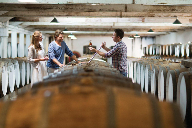 Beim Besuch von drei Weingütern verkosten Sie die verschiedenen Weinsorten der Region.