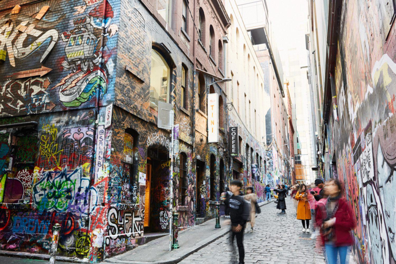 Die Hosier Lane, zentral gelegen direkt gegenüber dem Federation Square, ist bekannt für ihre Street Art.
