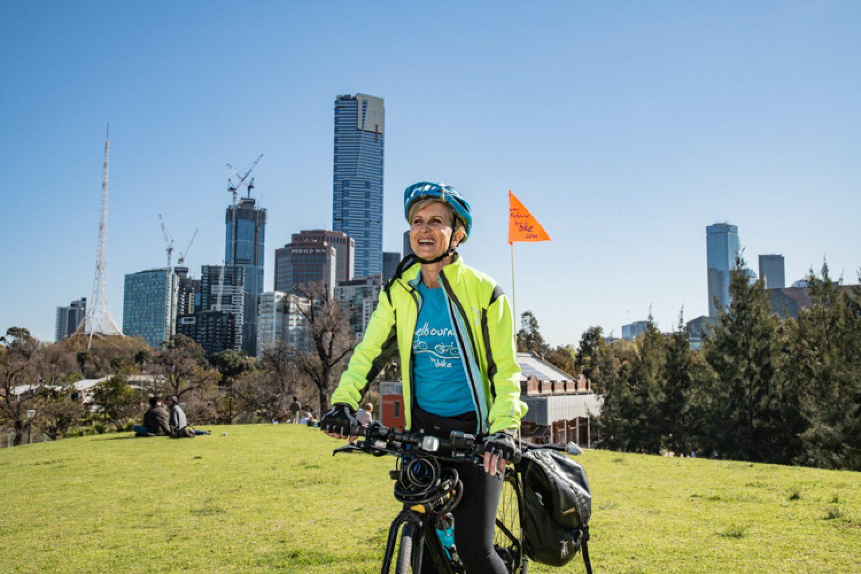 Eine Fahrradtour ins hippe Fitzroy mit schönen Cafés, pfiffigen Restaurants und Nachwuchsdesignerläden bietet sich ebenfalls an um Melbourne zu erkunden.