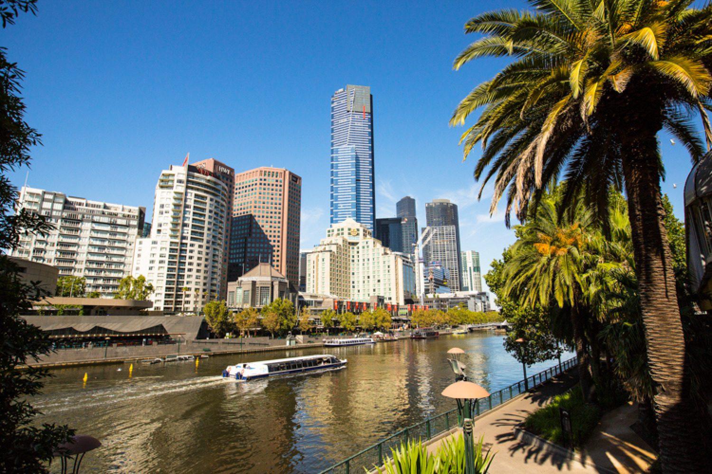Der Yarra River schlängelt sich durch die Innenstadt von Melbourne.