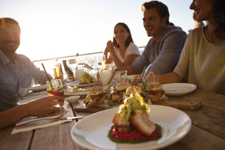 Lassen Sie Ihren Urlaub in Fremantle bei einem Glas Wein und leckerem Abendessen Revue passieren bevor Sie die Heim- oder Weiterreise antreten.