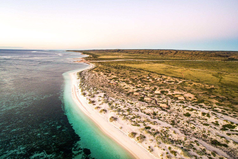 Die Region rund um Exmouth, das Ningaloo Reef und den Cape Range Nationalpark hat so viel zu bieten, dass es sich lohnt einige Tage vor Ort zu bleiben. Neben kilometerlangen Sandstränden...