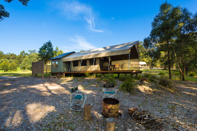 Das Camp in Tanja hat vier luxuriöse Safari-Zelte mit eigener großer Terrasse und herrlichem Blick auf den See.