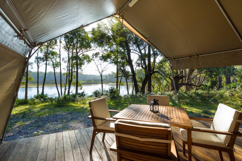 Blick von der Terrasse des Safarizeltes auf die Umgebung des Camps.