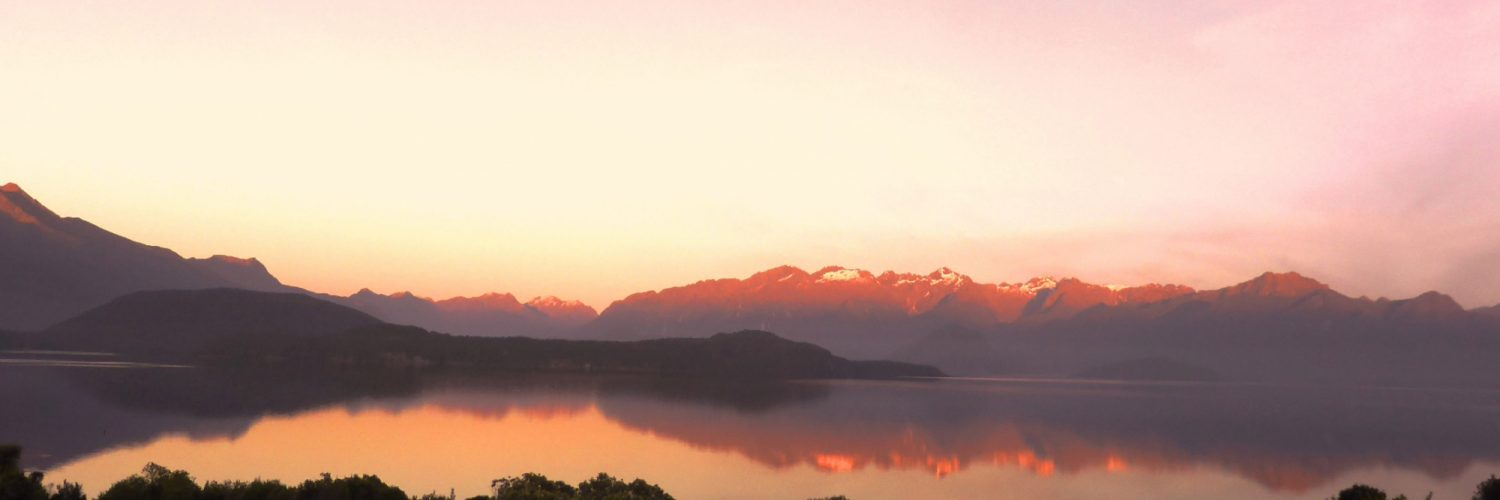 Manapouri Cathedral Peaks Bed Breakfast Panorama Sunset