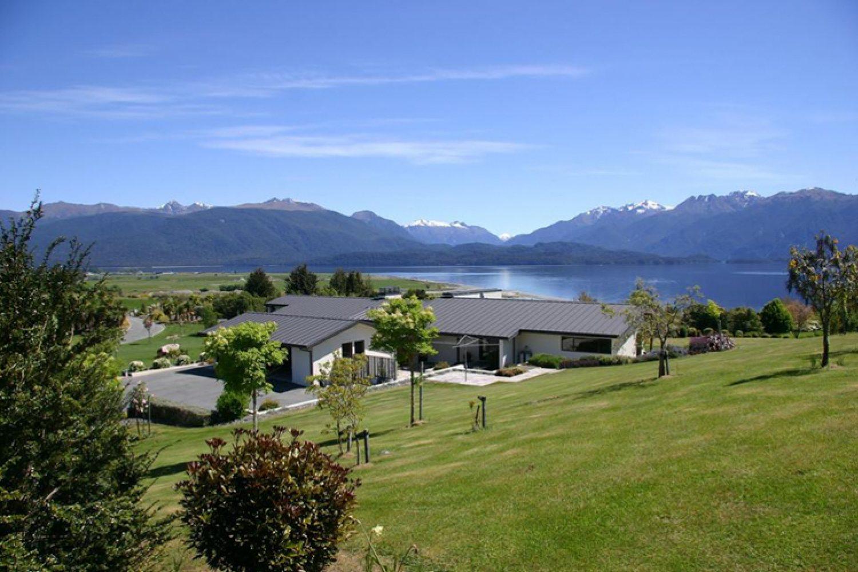 Ihr ruhiges Bed & Breakfast bietet eine grandiose Aussicht auf den südlichen Teil des Lake Te Anau und Mount Luxmore.