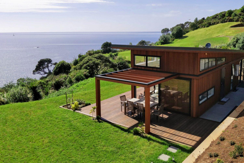 Sonnenaufgang am Meer? In Ihrem Ferienhaus genießen Sie von morgens bis abends eine traumhafte Aussicht, Ruhe und Abgeschiedenheit. Zum Strand sind es von hier aus nur wenige Schritte und Sie können viel Zeit im Freien, auf der Terrasse oder im Garten, verbringen.