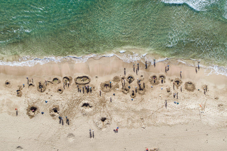 Wer einfach nur relaxen möchte, gräbt sich am Hot Water Beach seinen eigenen blubbernden Spa-Pool und genießt das von heißen Quellen gespeiste Thermalbad am Sandstrand.