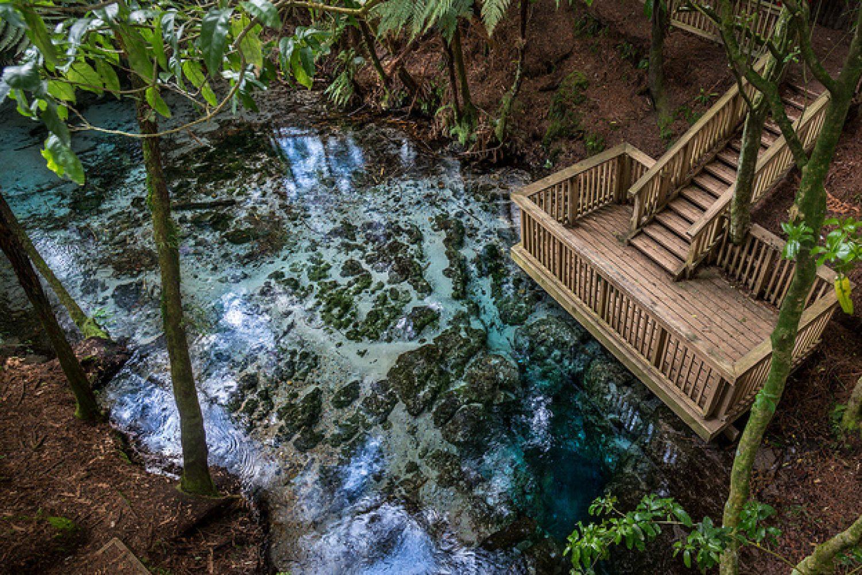 Am Nachmittag führt Sie die Tour zu Kultstätten und heißen Thermalwasser-Quellen.