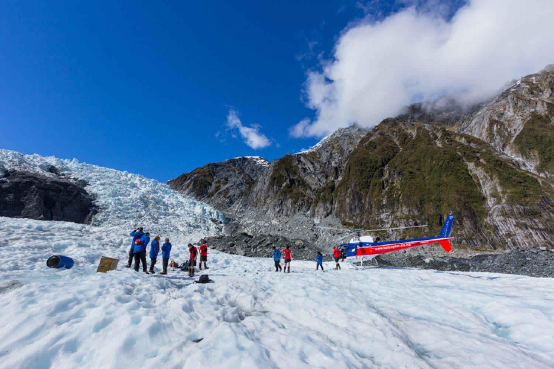 Dieser Ausflug zum Fox Glacier kombiniert eine Wanderung auf einem spektakulären Teil des Gletschers mit dem Nervenkitzel eines Helikopterflugs, auf dem Sie diese traumhafte Eiswelt aus der Vogelperspektive erleben.
