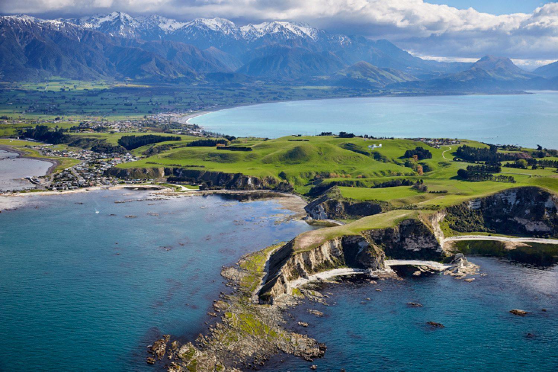 Die Landschaft bei Kaikoura ist spektakulär: Die Stadt liegt zwischen der zerklüfteten Seaward Kaikoura Range und dem Pazifischen Ozean.