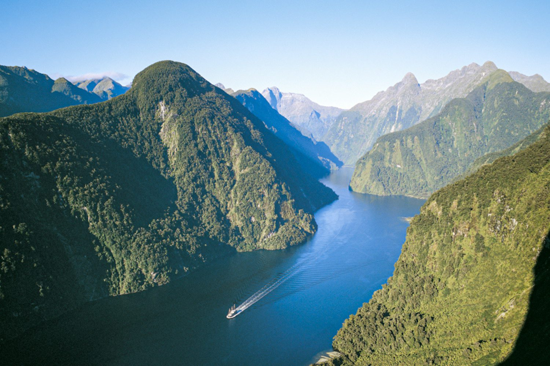 Entdecken kann man den Doubtful Sound am besten bei einer Boots- oder Schiffstour.