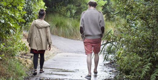 Man op reis in Nieuw-Zeeland: natuurthee