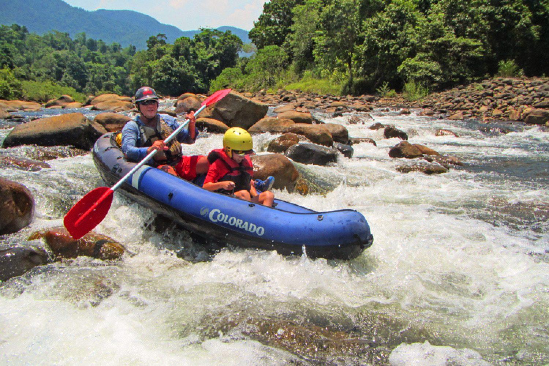 Am Ende der Tour werden Sie zum White Water Warrior gekrönt und schließen das Abenteuer mit einem Drink ab.