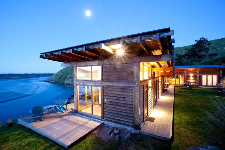 TravelEssence Ferienhäuser in Neuseeland Kaimata Eco Retreat bei Nacht