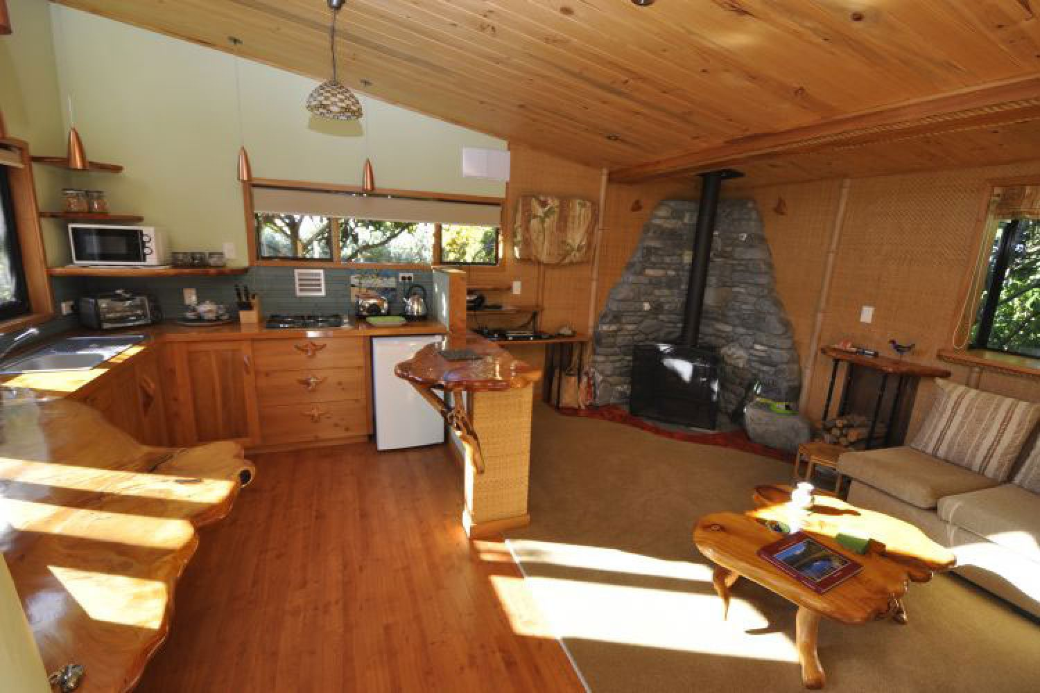 SurfWatch Getaway Cottages: Bamboo Hideaway