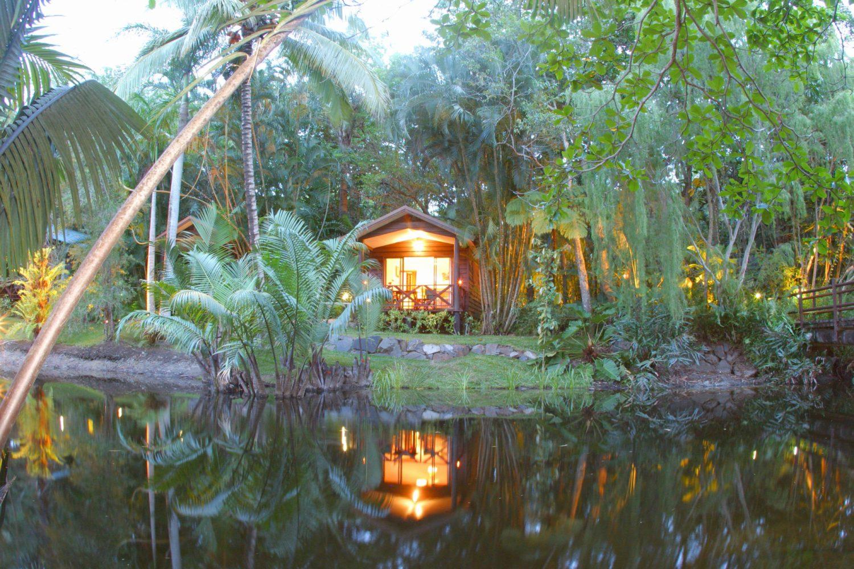 Im Beach Resort bei Cairns können Sie erstmal in Ruhe im tropischen Norden ankommen und von Ihrer privaten Patio mit Blick auf einen kleinen See von Regenwald umgeben entspannen und der einzigartigen Geräuschkulisse der heimischen Vögel lauschen.