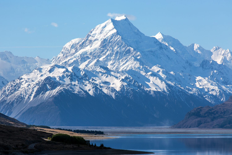 Verschneiter Berggipfel des Mount Cook in Neuseeland