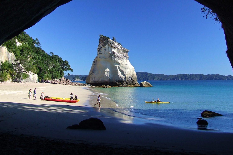 Cathedral Cove in Neuseeland mit dem Kajak erleben - Entdecken Sie schöne und uralte Meereshöhlen